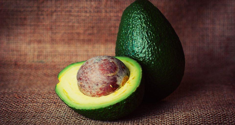 L'avocado, il frutto dai tanti benefici, non solo per la salute, ma anche per la cura della bellezza